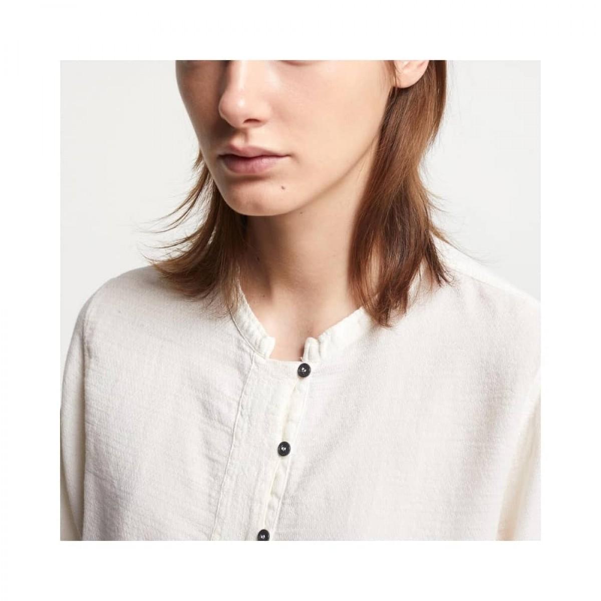 ensfarvet skjorte pomandére - ecru - model knapper