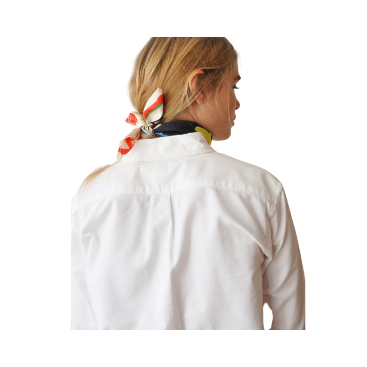 arty silke tørklæde - model bagfra