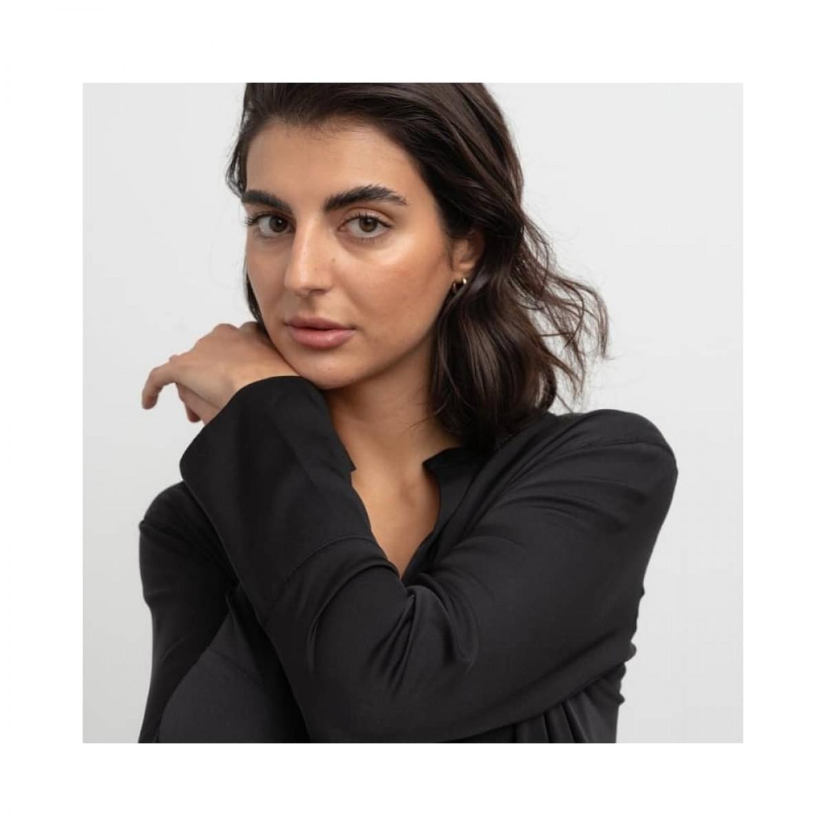 coco blouse - black - model detalje