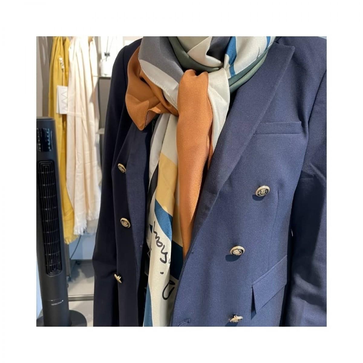 manrique silke tørklæde - kaki - model front