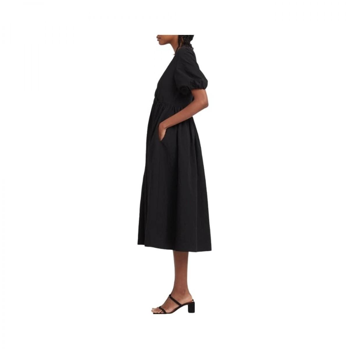 v neck dress with puff sleeves - black - model lomme detalje