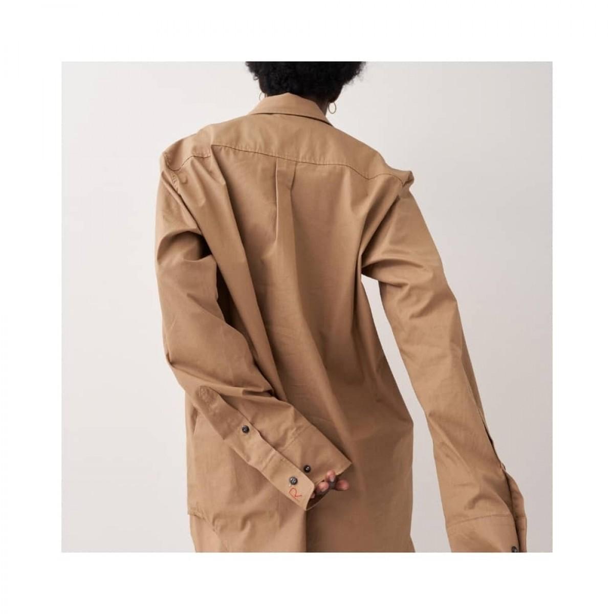 blaze skjorte - khaki - model fra ryggen