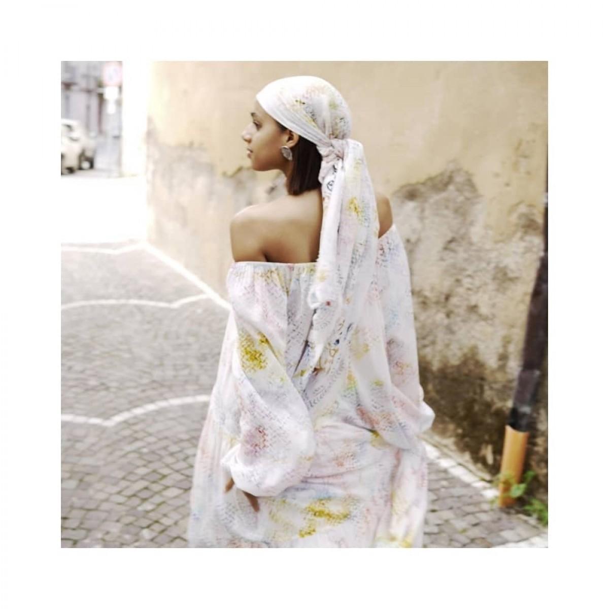 dorian kjole - rainbow kufiya - image ryggen