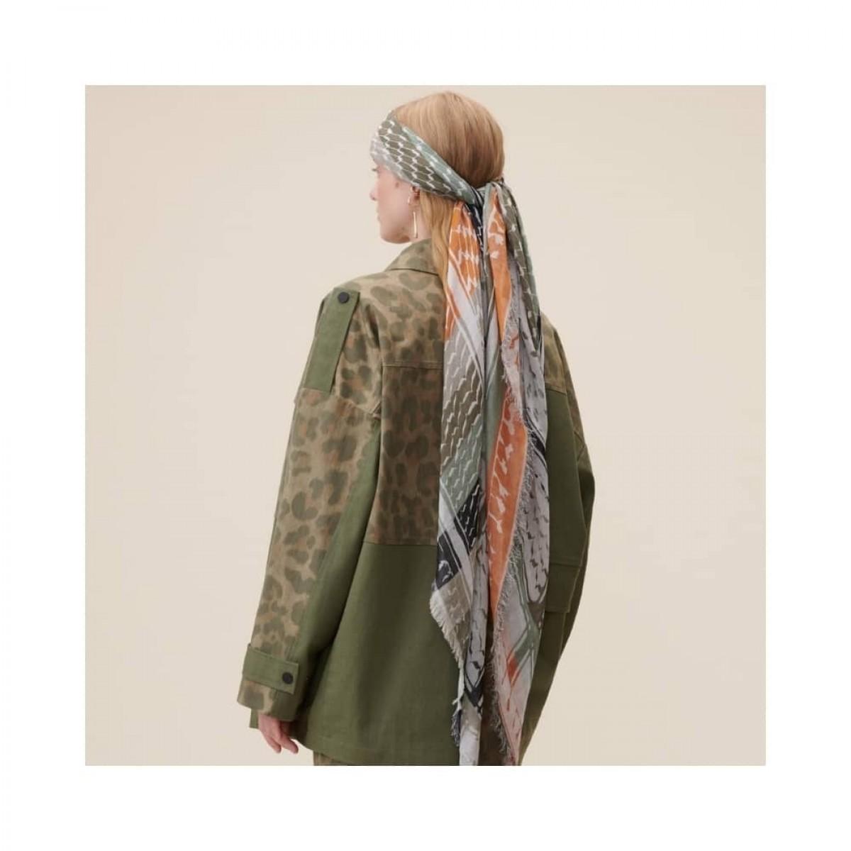 cotton triangle kufiya stripes tørklæde - olive - model fra siden