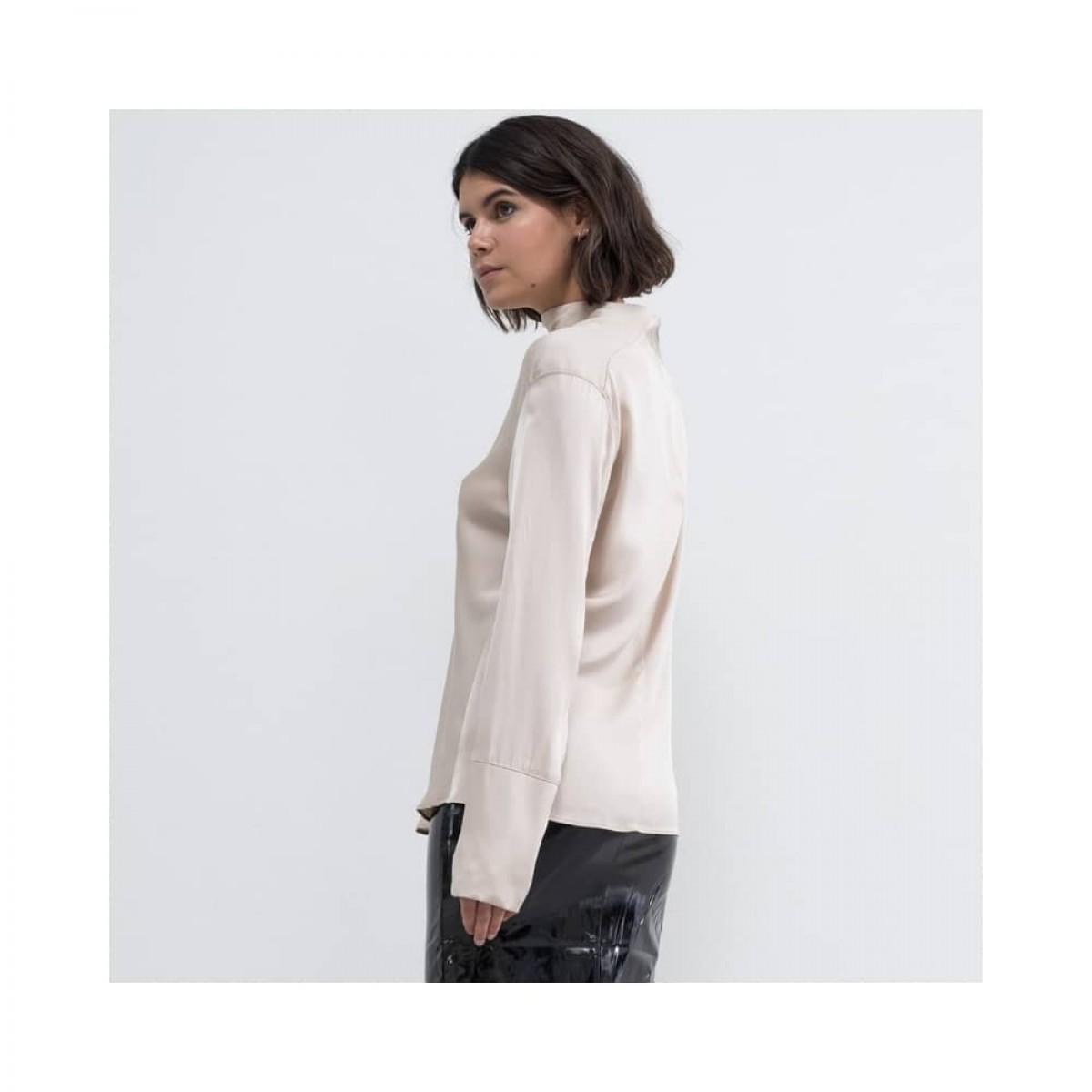 ayumi bluse - powder - model fra siden