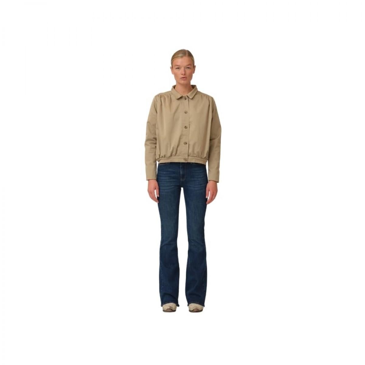greta cropped jacket - camel - model front