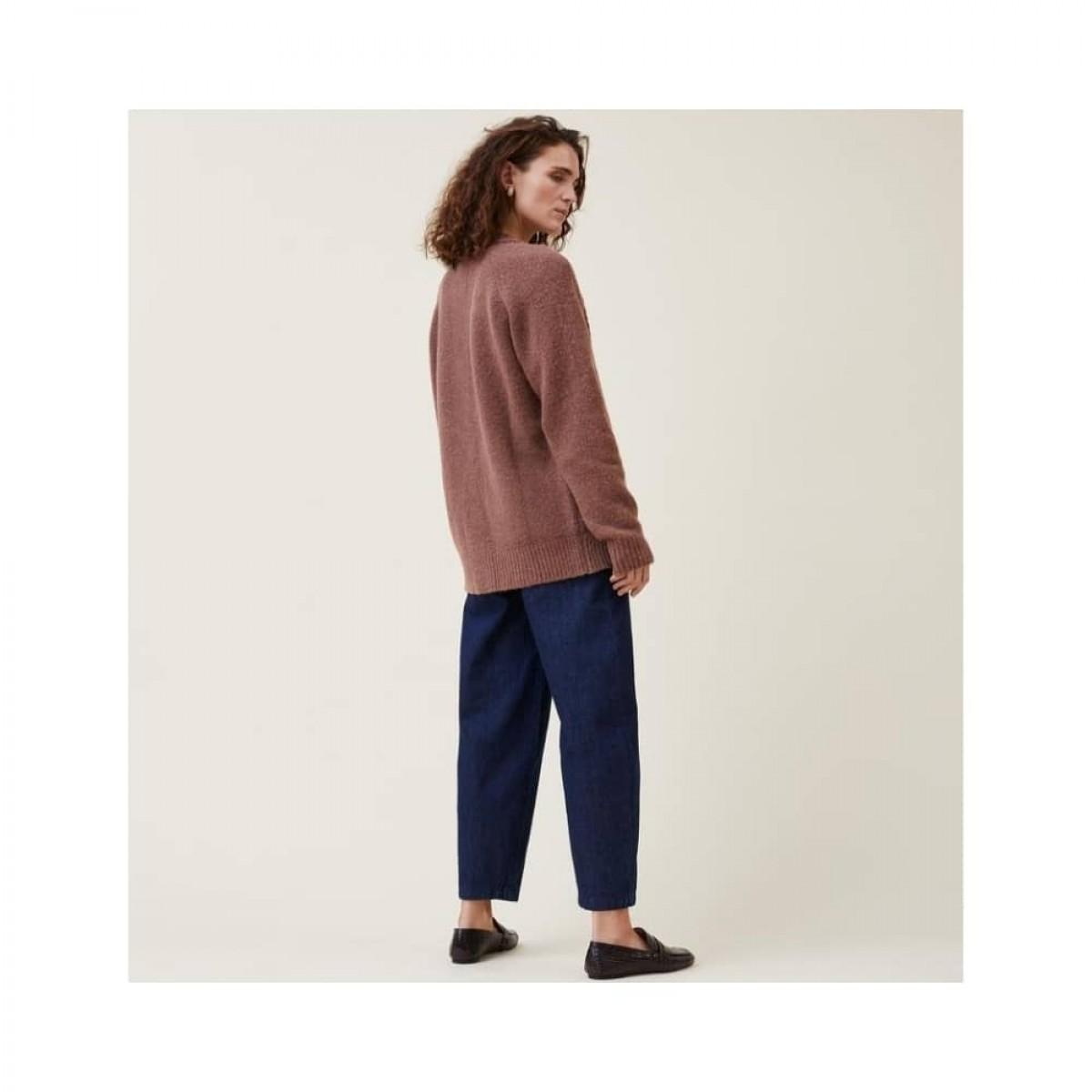 aston pants - denim blue - model fra siden