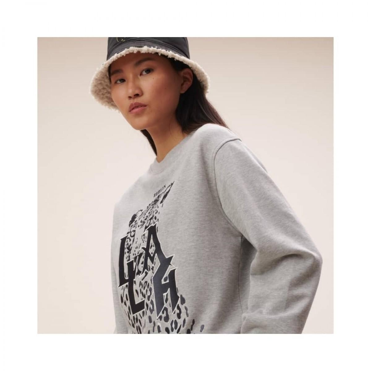 irya leo sweatshirt - grey melange - model broderi