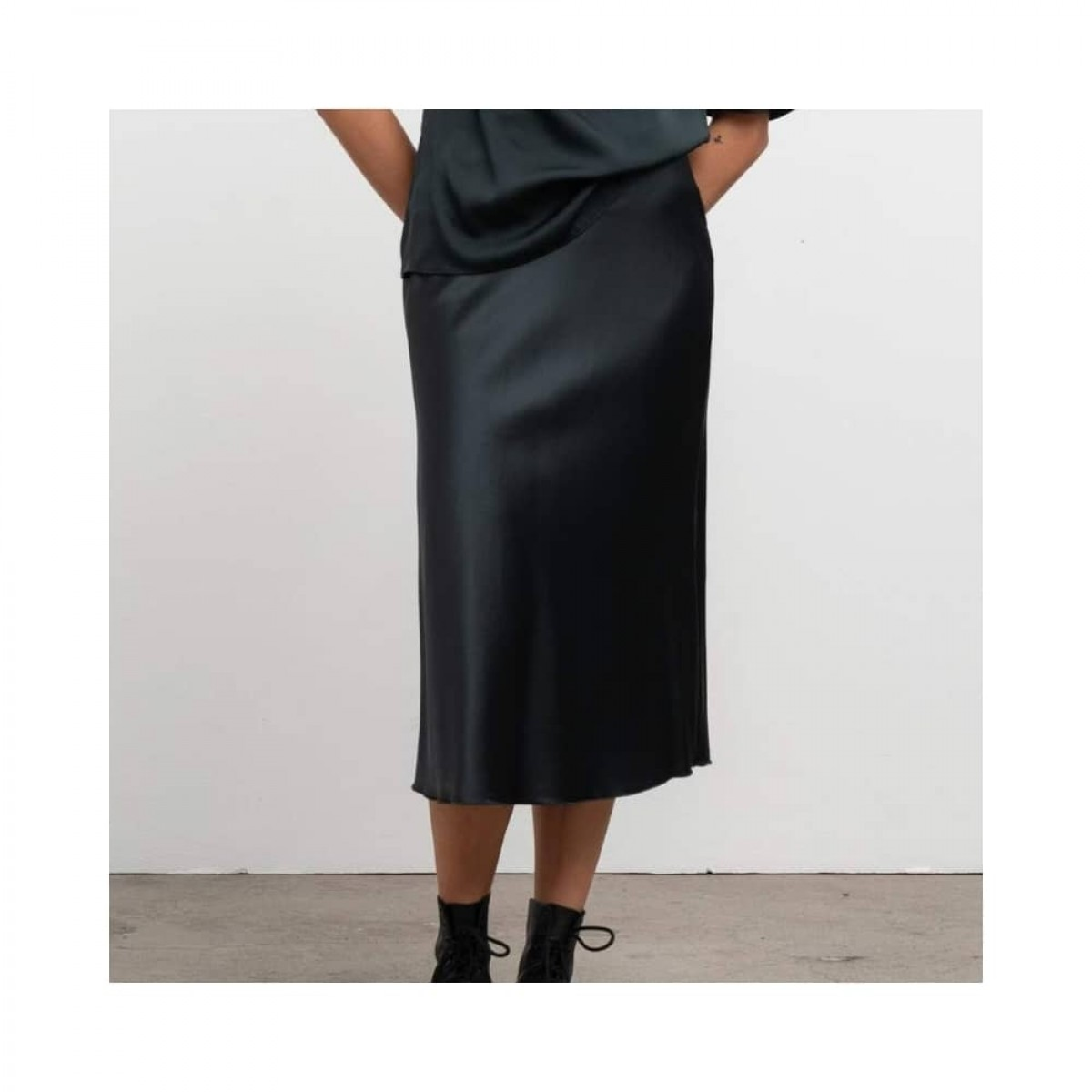 hana nederdel - deep forest - model nederdel