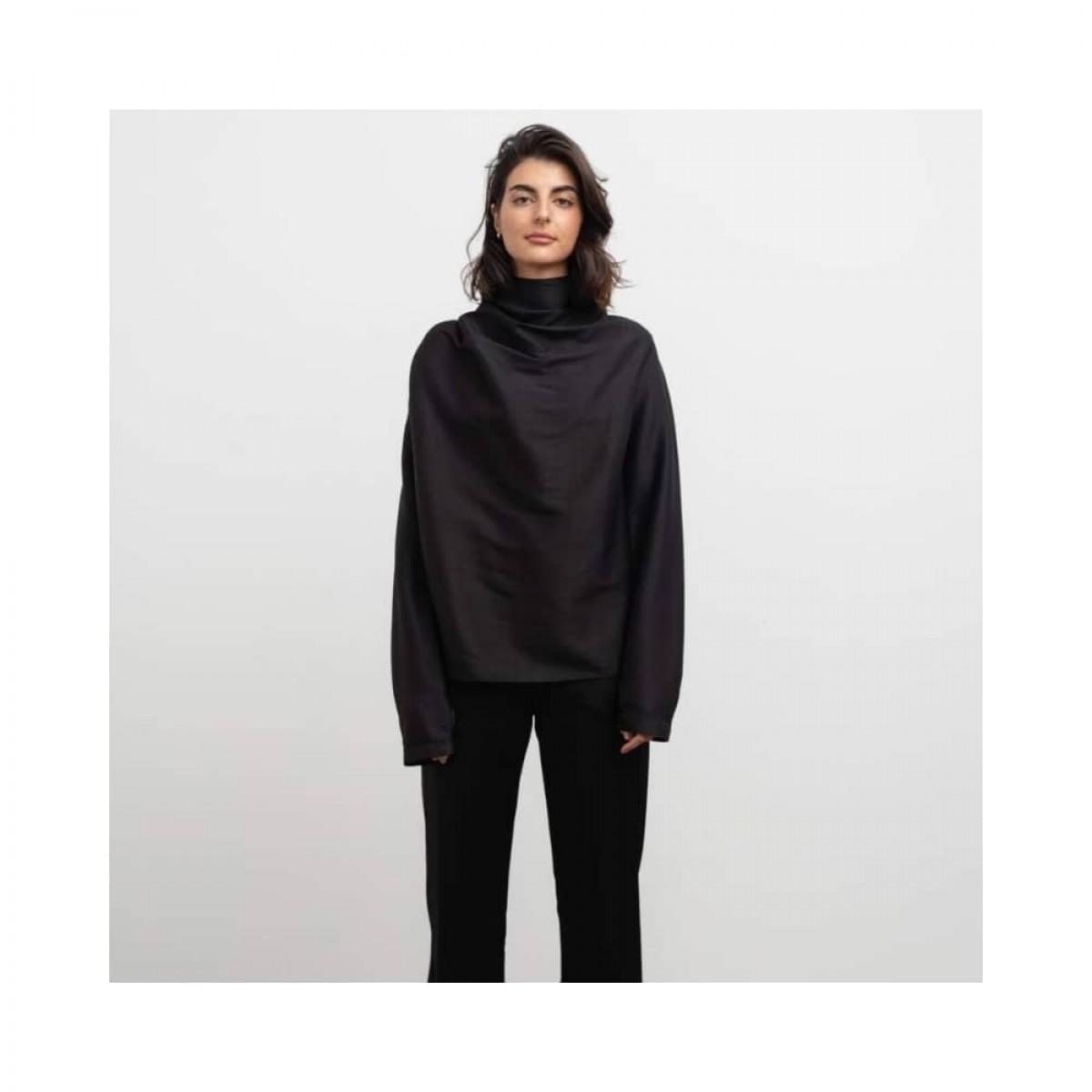 bella wool blouse - black - model front