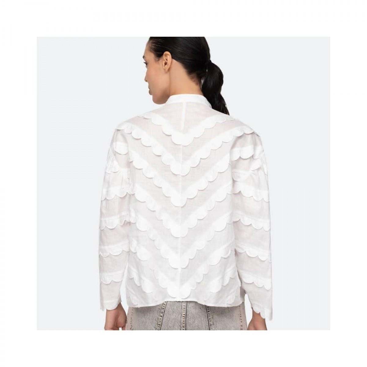 shannon scallop skjorte - white - model fra ryggen