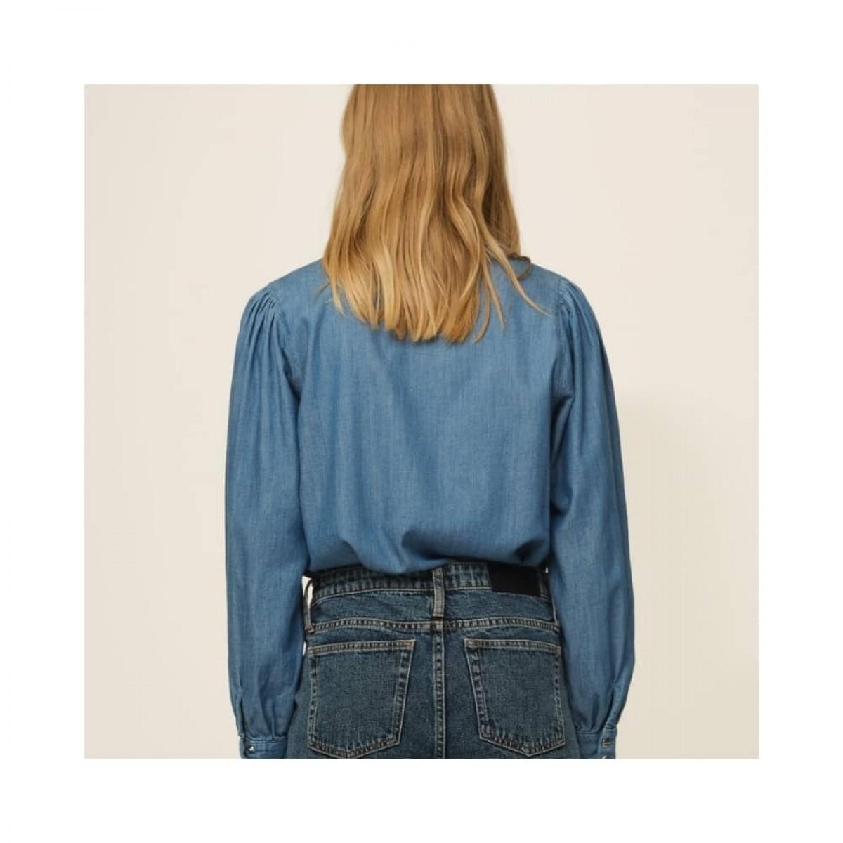 hepburn 70's skjorte - denim blue - model fra ryggrn