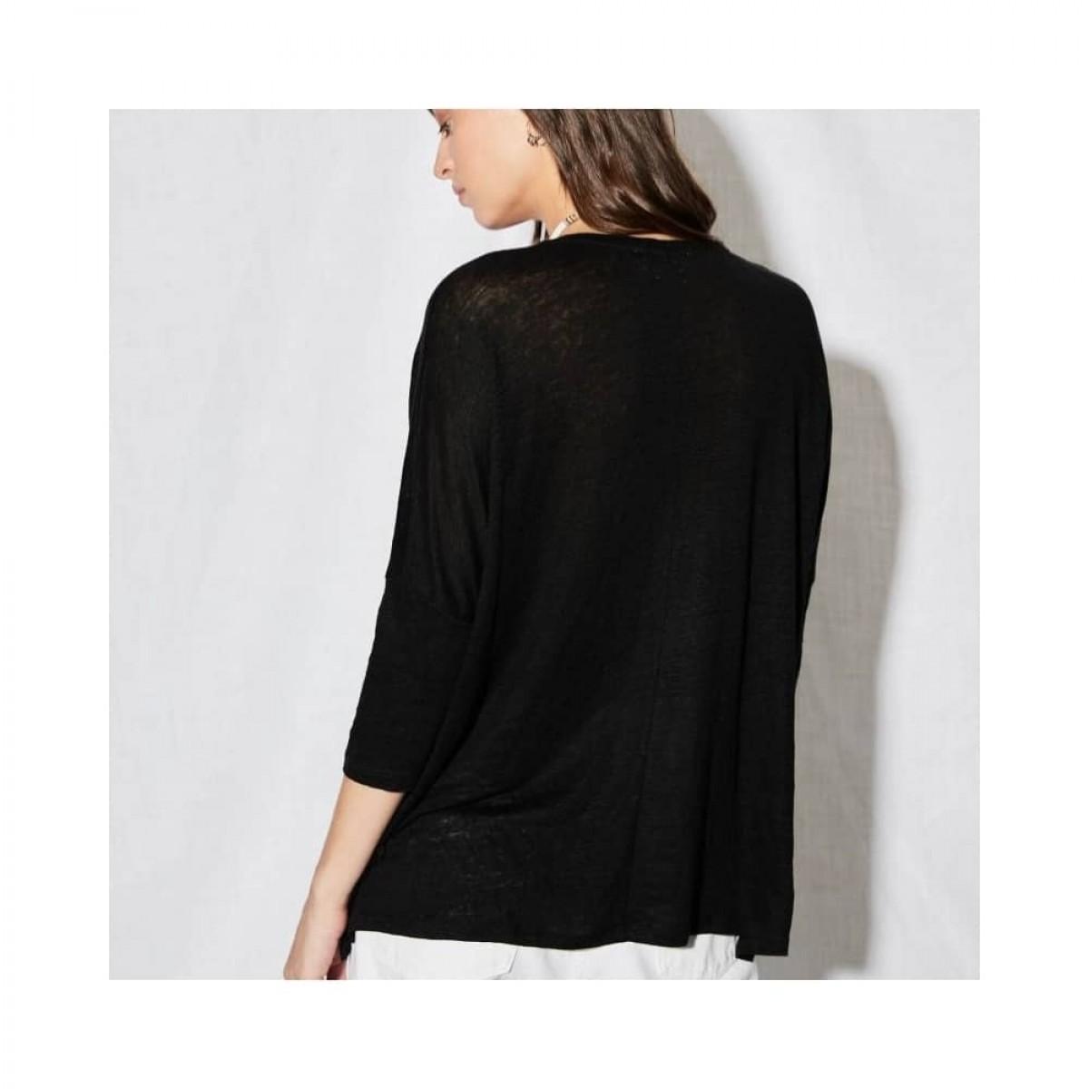 emilie v-hals bluse - black - model fra ryggen