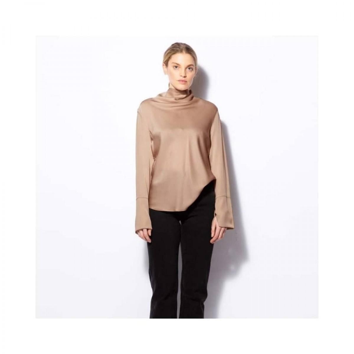 ayumi bluse - sand - model front