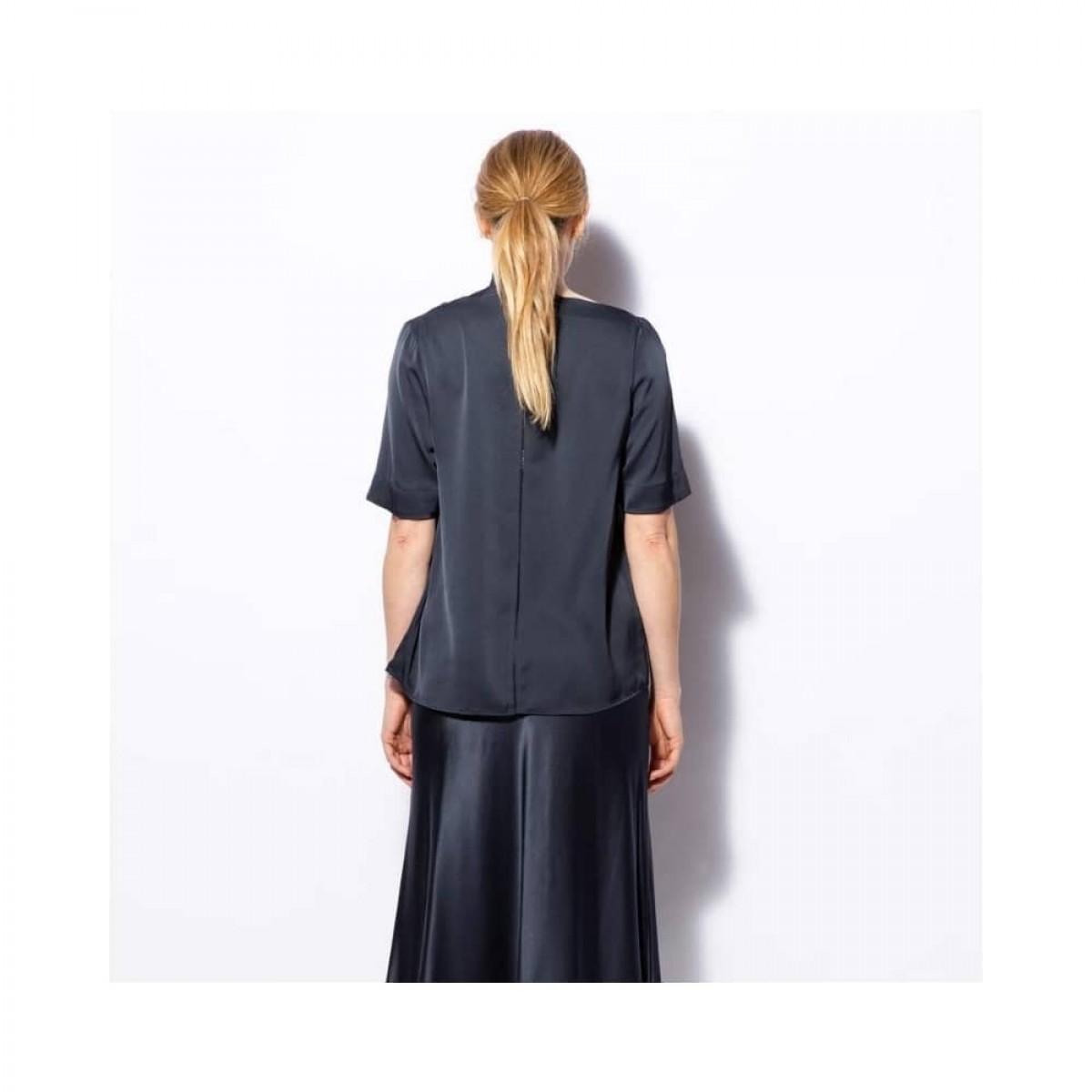 lima tee - blue grey - model ryggen