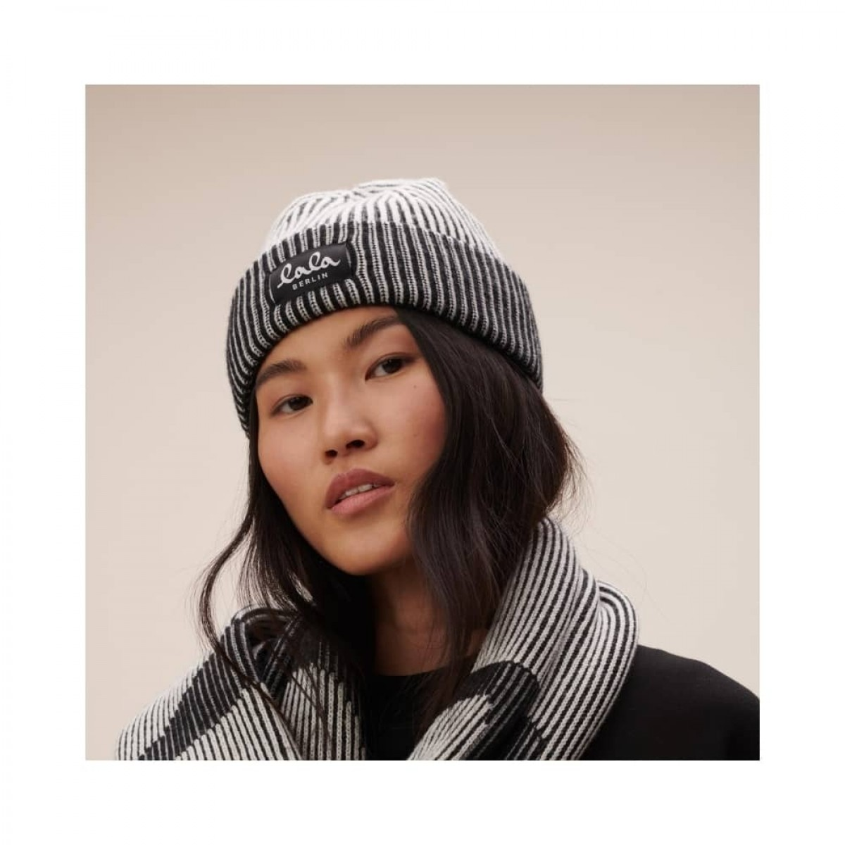 cap lines hue - offwhite - model front