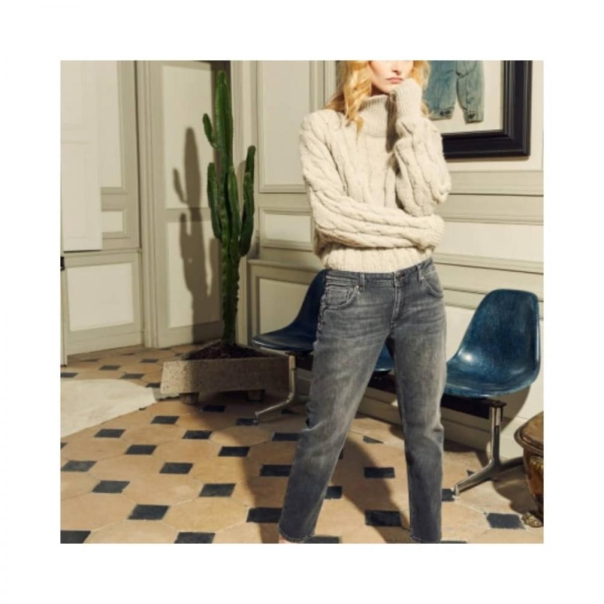 nina boyfriend jeans - grey - model 2