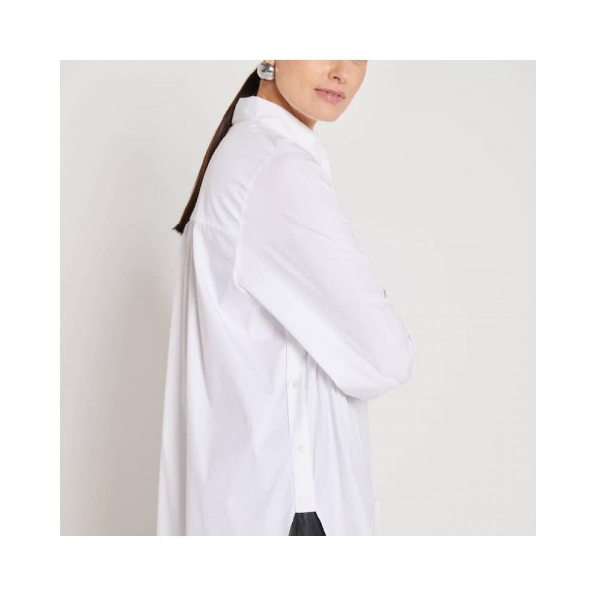 claudia skjorte - white - model fra siden