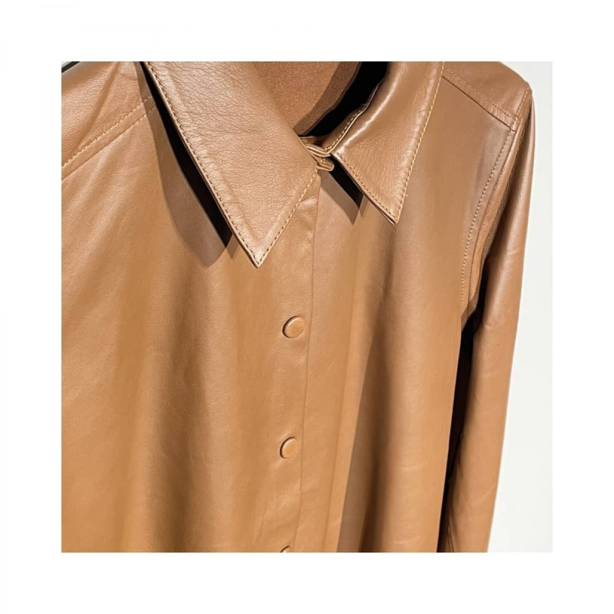 skind skjorte - cognac - detalje