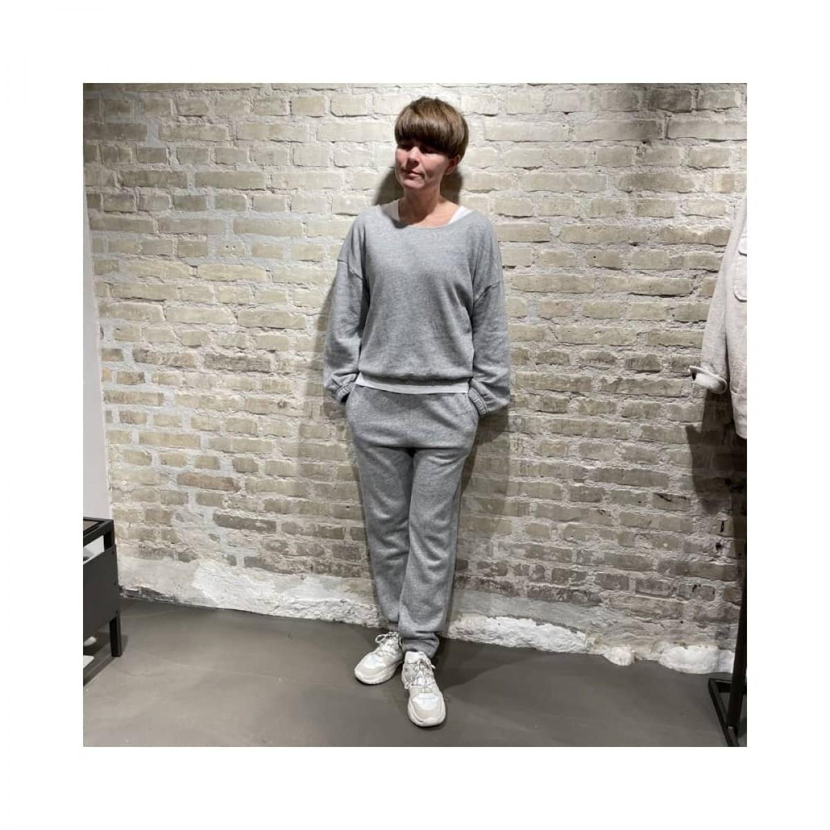 najabay sweat bukser - heather grey - model hel figur
