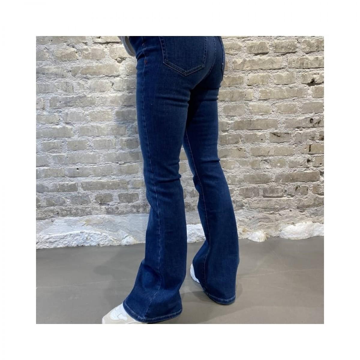 albert flare jeans - denim blue - model bag