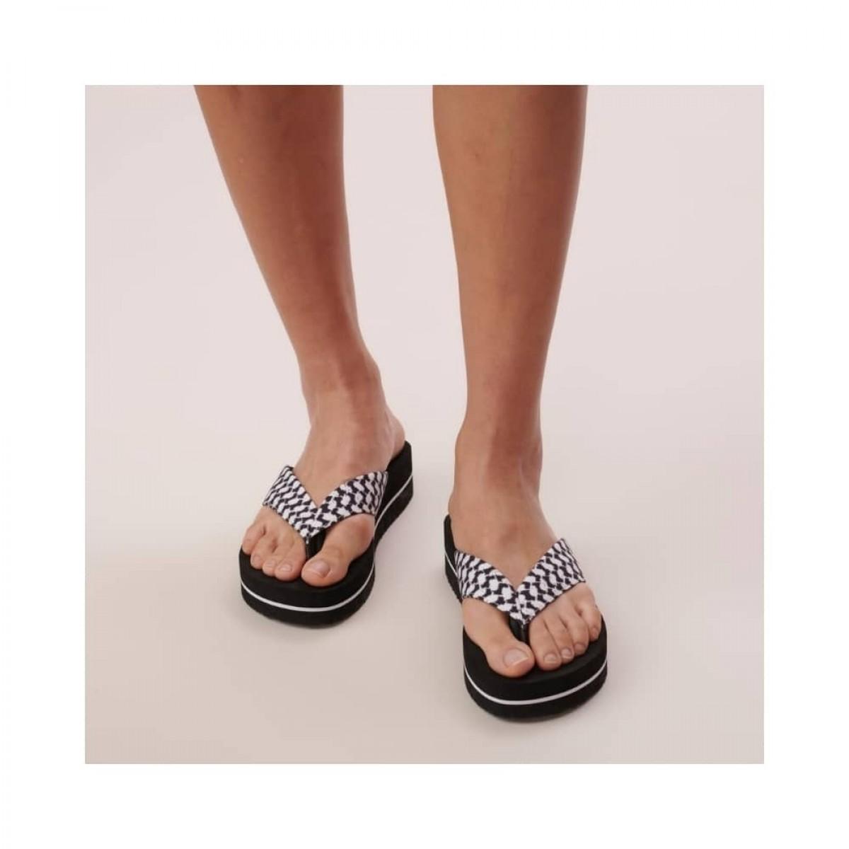 flip flops ally - black - model front