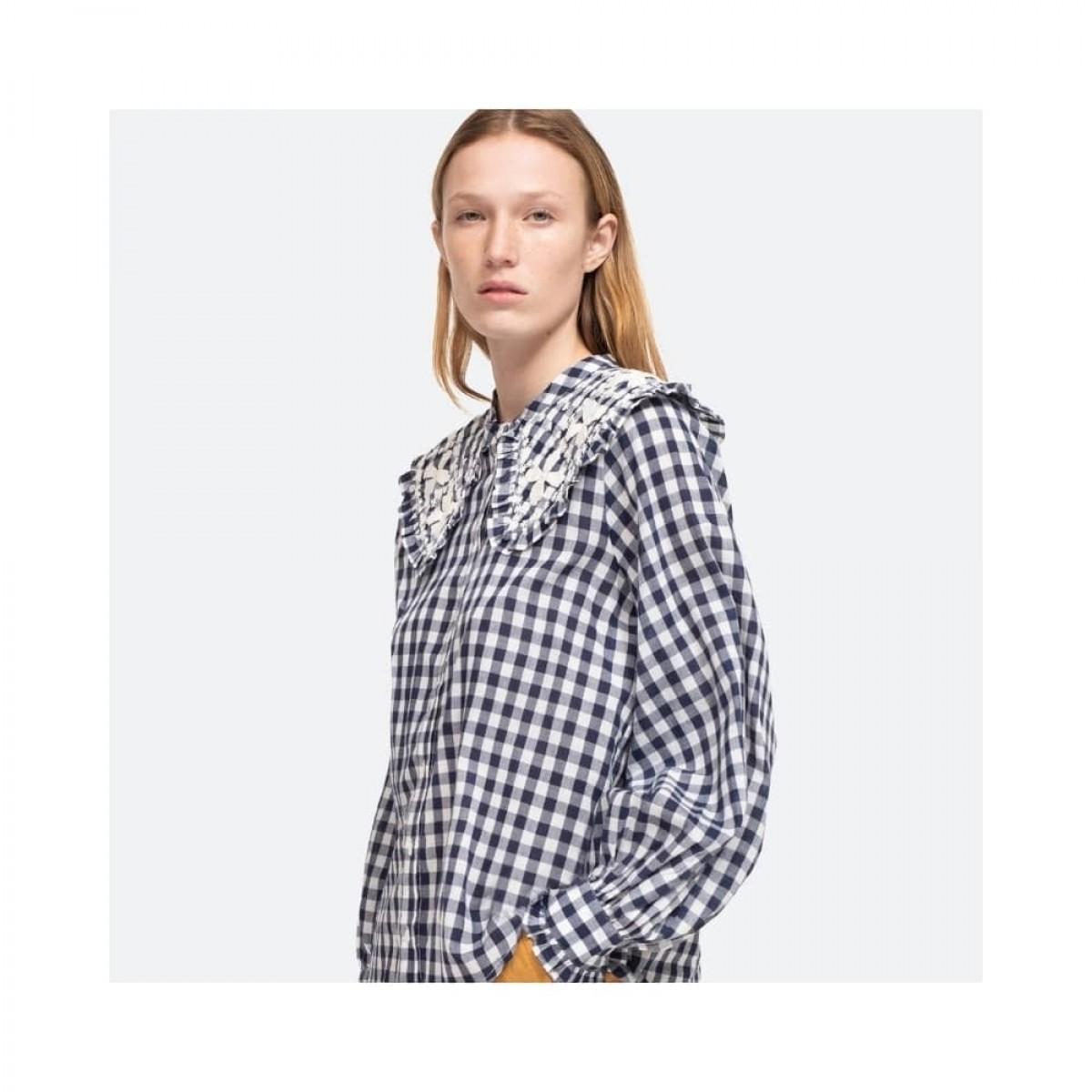 gina gingham skjorte - blue multi - model fra siden