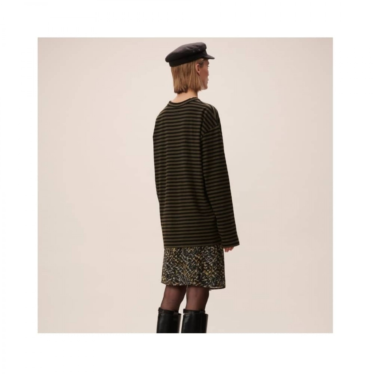 igori longsleeve tee - olive - model ryggen