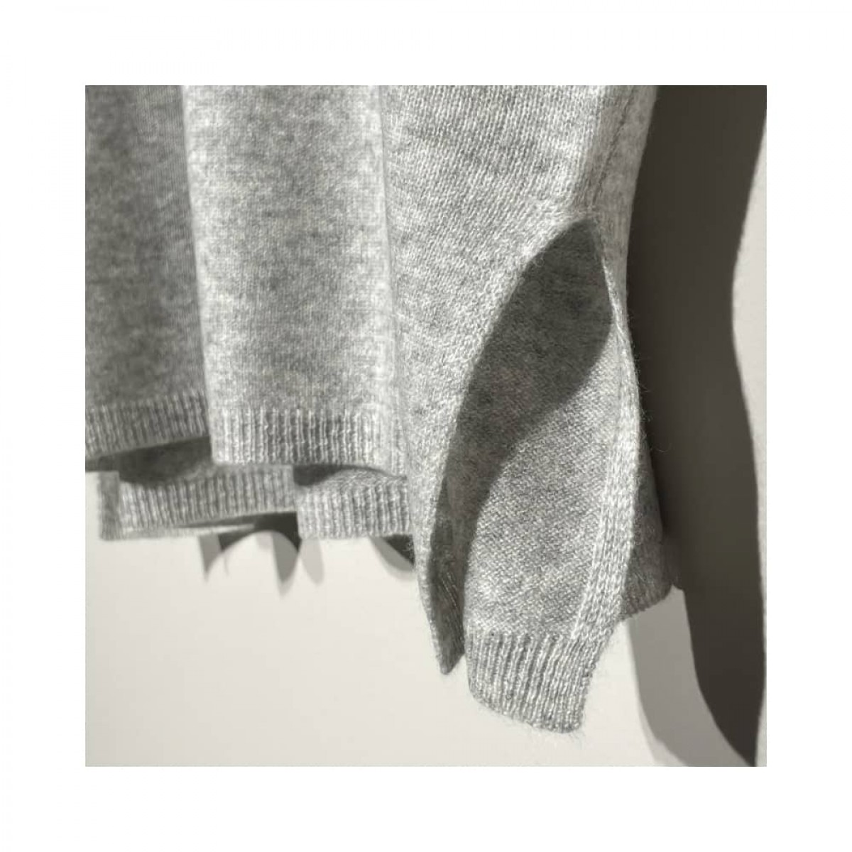 alma strik poncho - light grey melange - slids