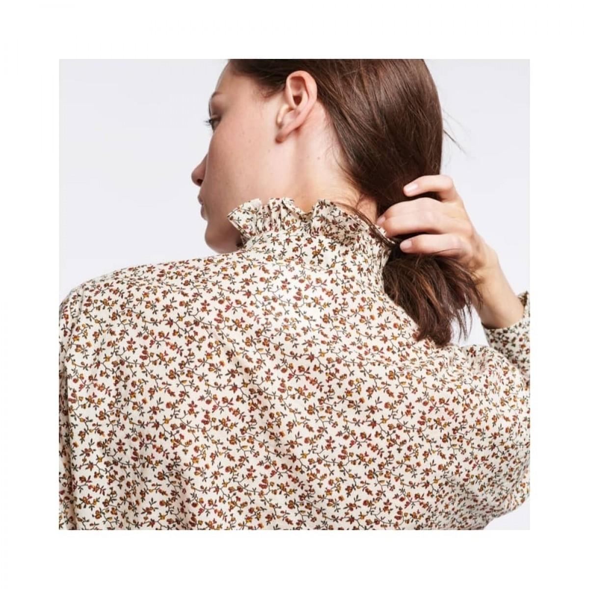sidney bluse - ecru - model ryg