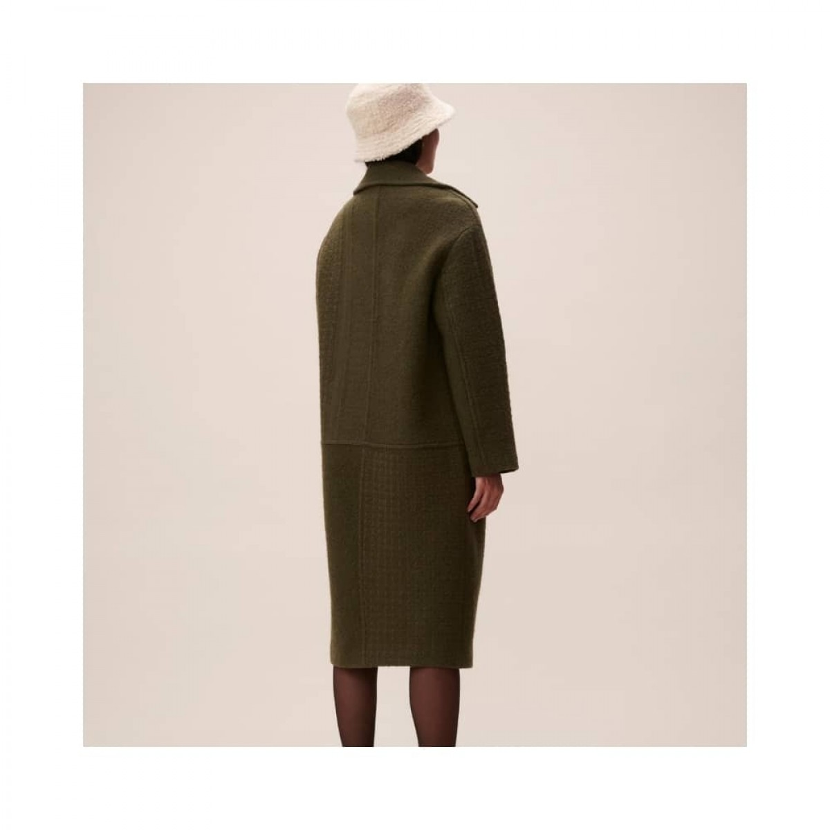 coat chayenne - olive - model fra ryggen