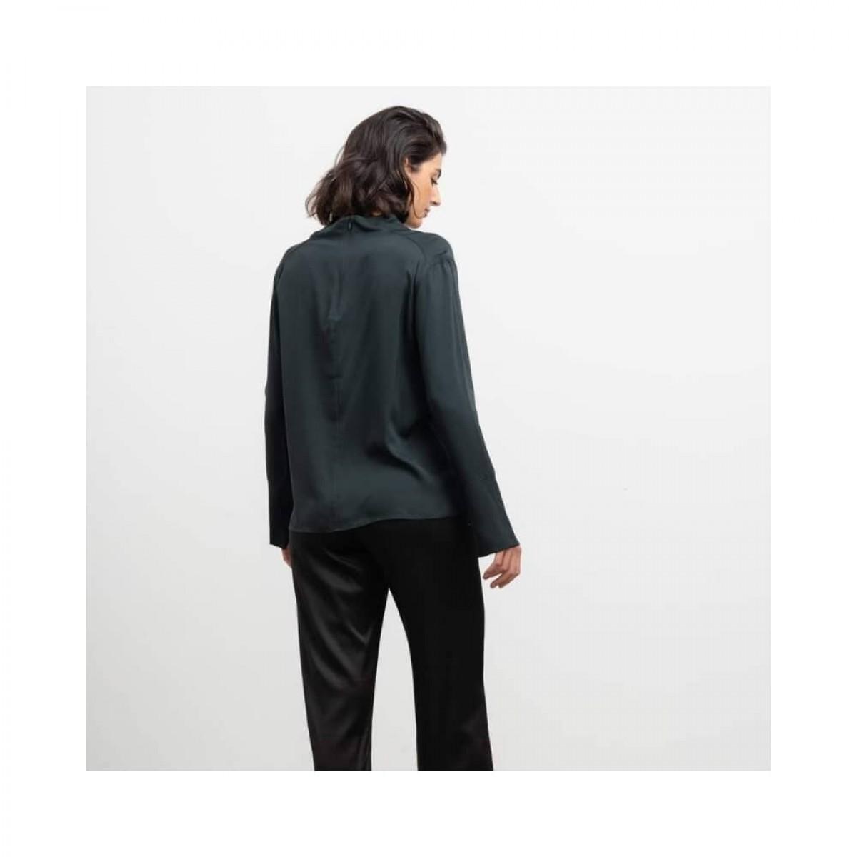 ayumi bluse - deep forest -model ryggen