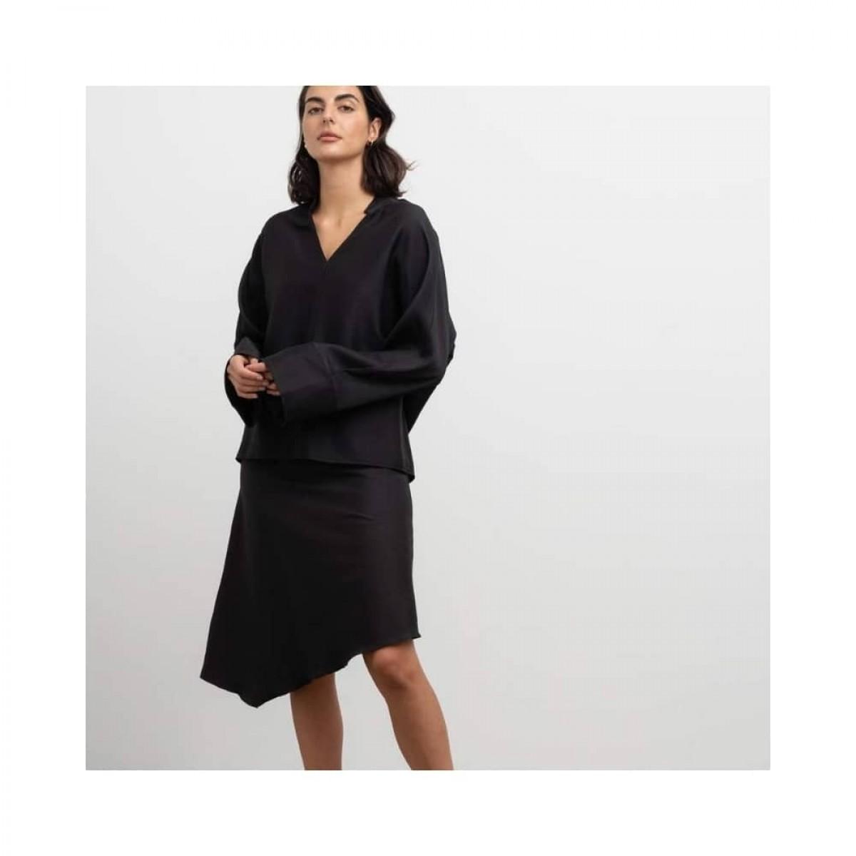 dina wool skirt - black - model detalje