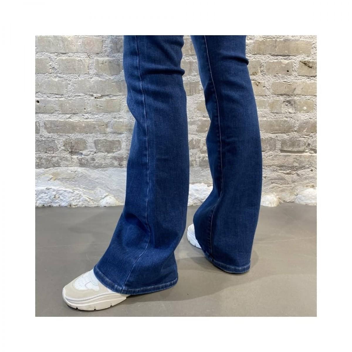 albert flare jeans - denim blue - model svaj