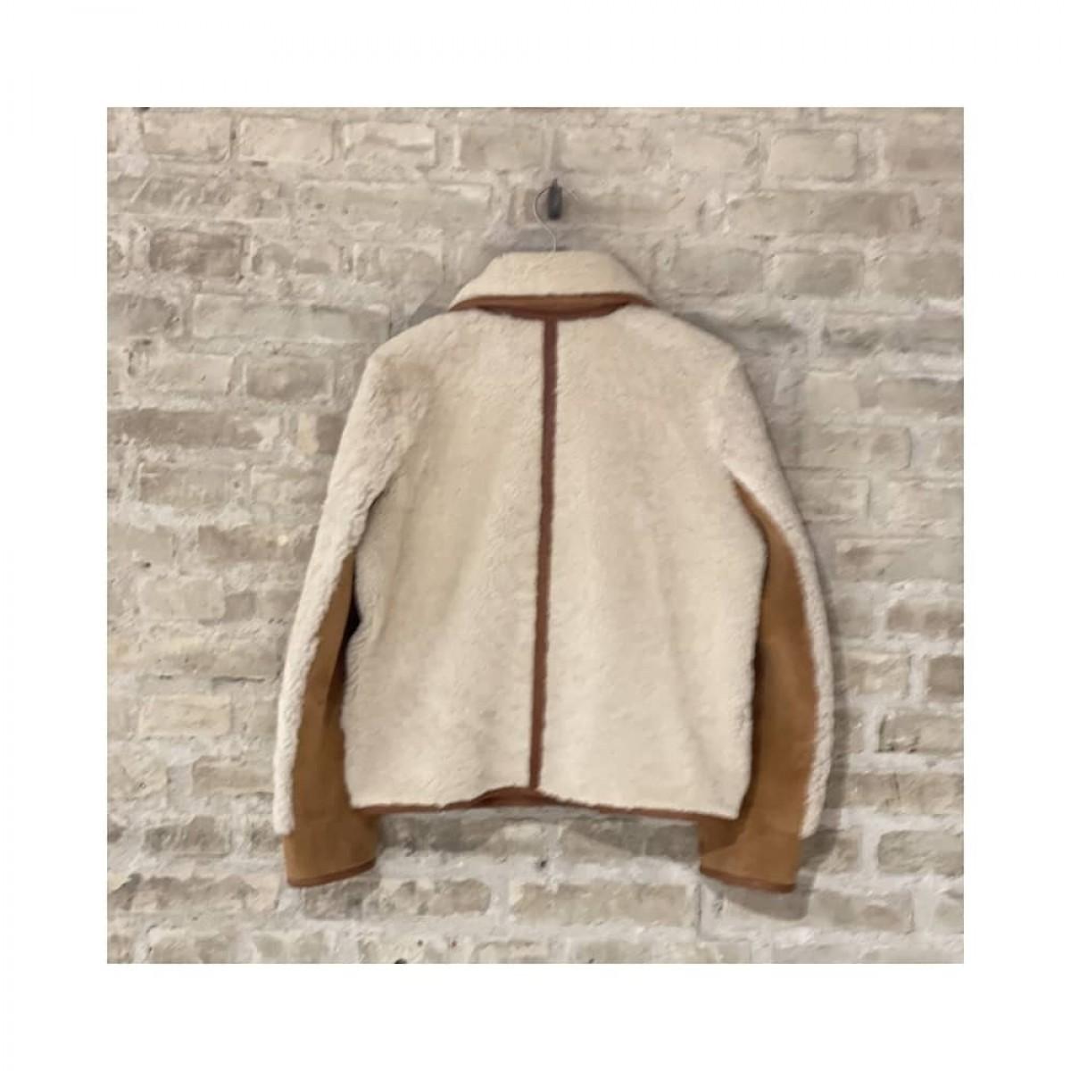 manila rulam jakke - beige - front billede - fra ryggen