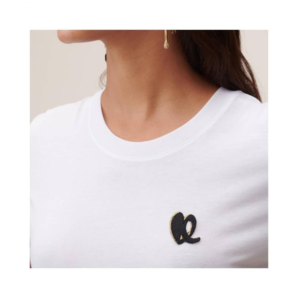 cara heart t-shirt - white - model logo