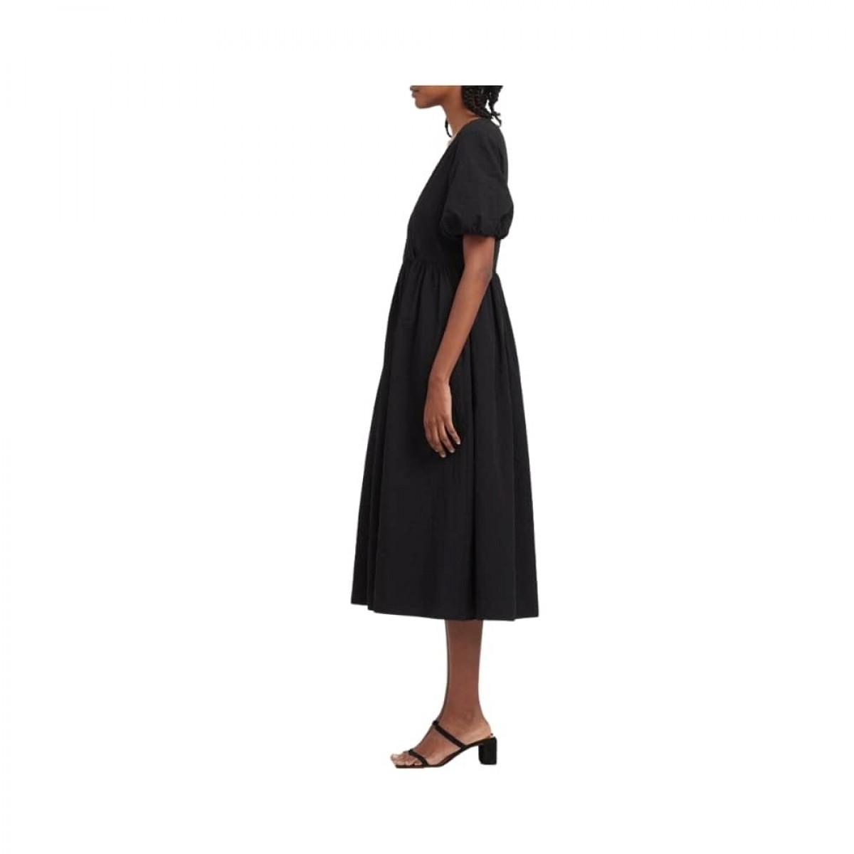 v neck dress with puff sleeves - black - model fra siden