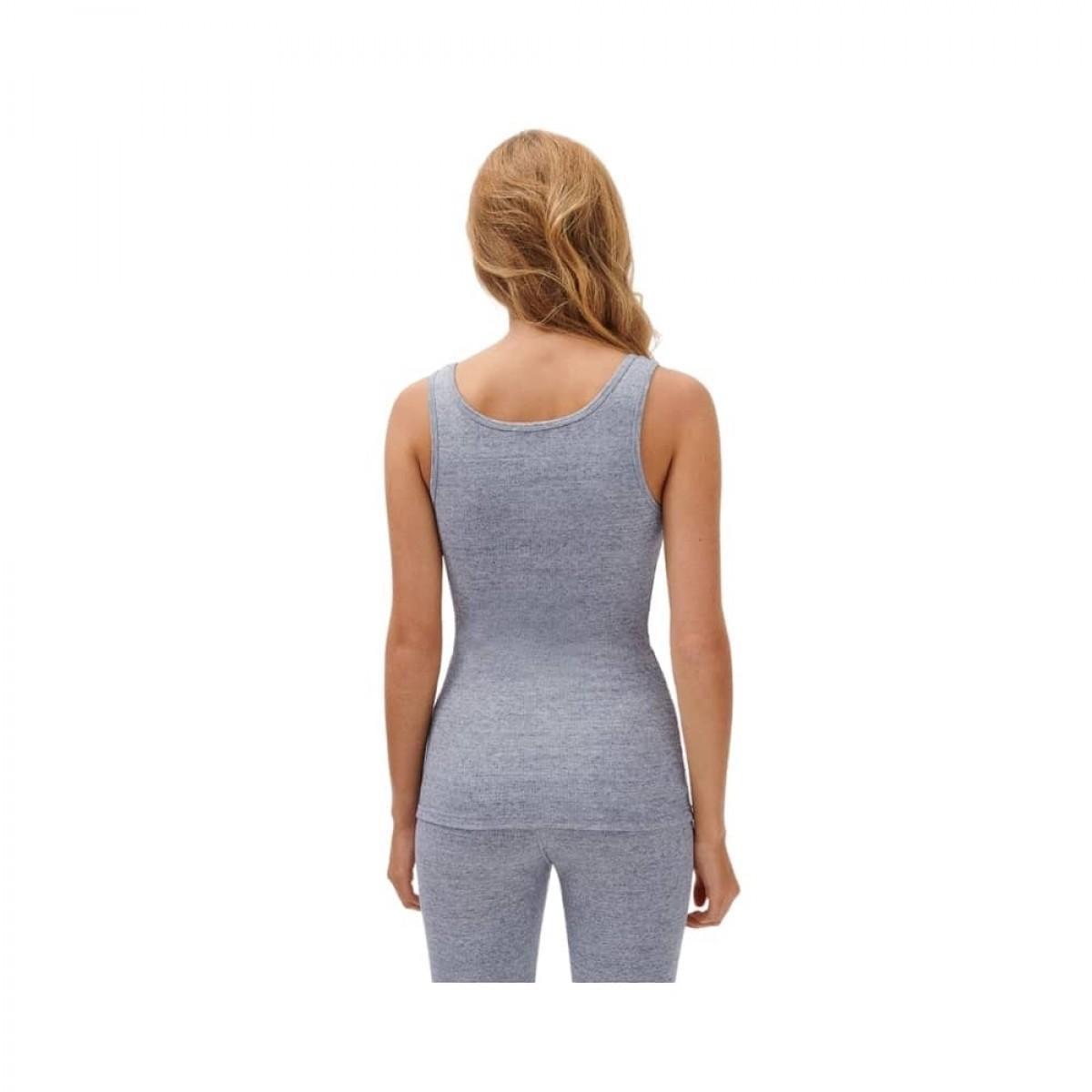 nooby top - heather grey - model fra ryggen