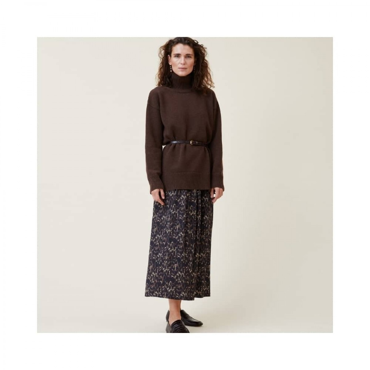 manny pullover - dark brown - model front