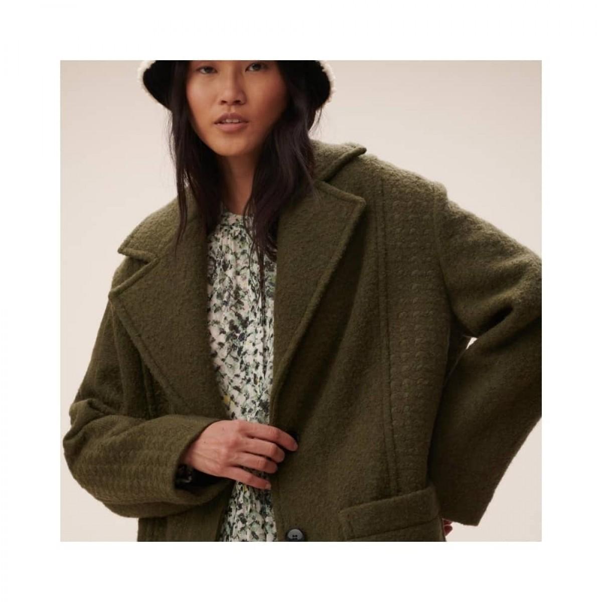 coat chayenne - olive - model detalje