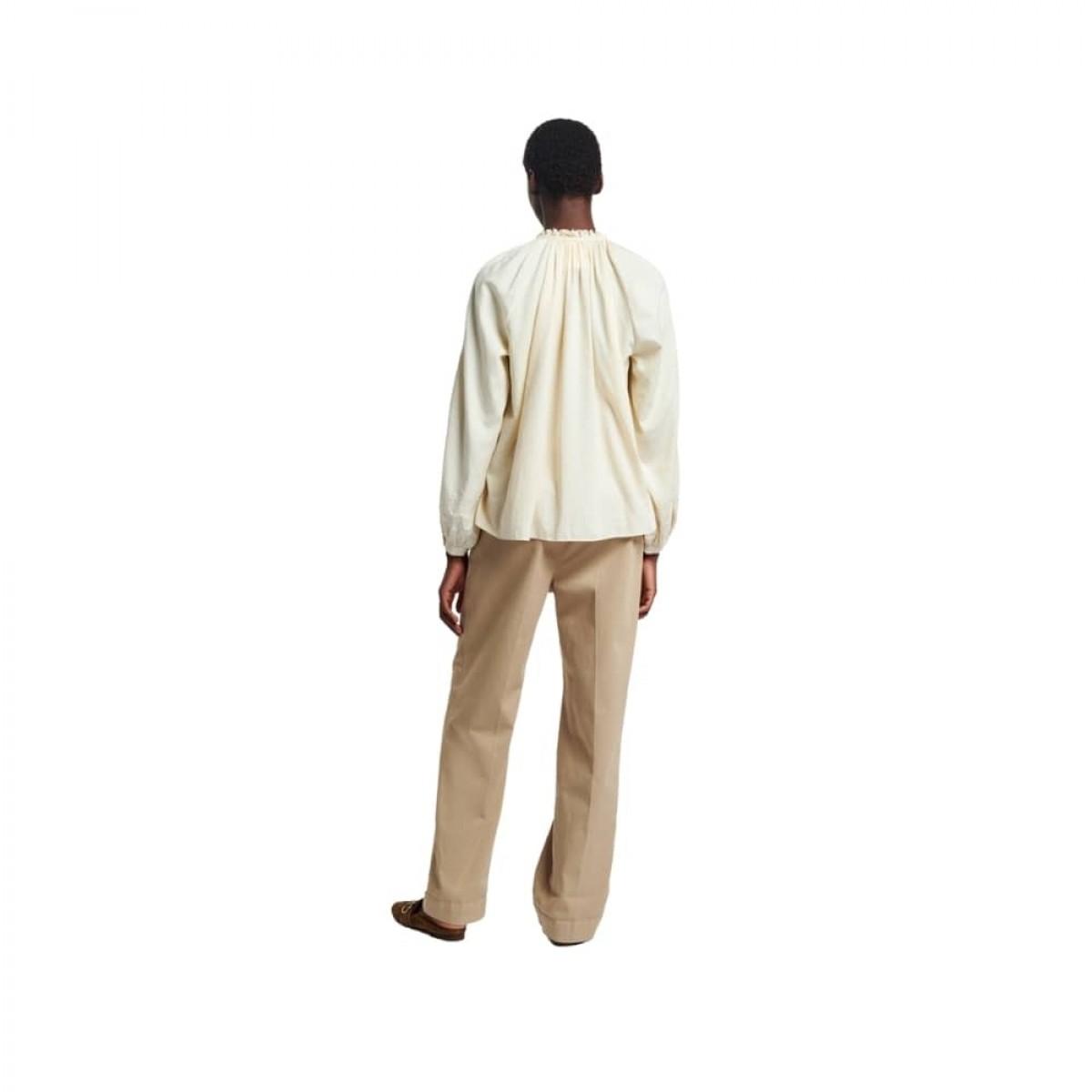 meyer bluse - ivoire - model ryggen