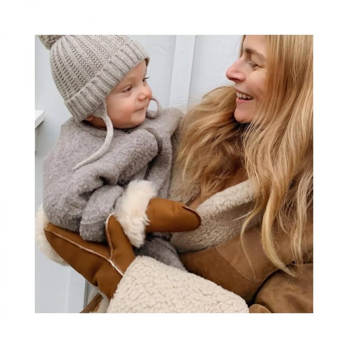 helena heart handske - cognac - model med barn