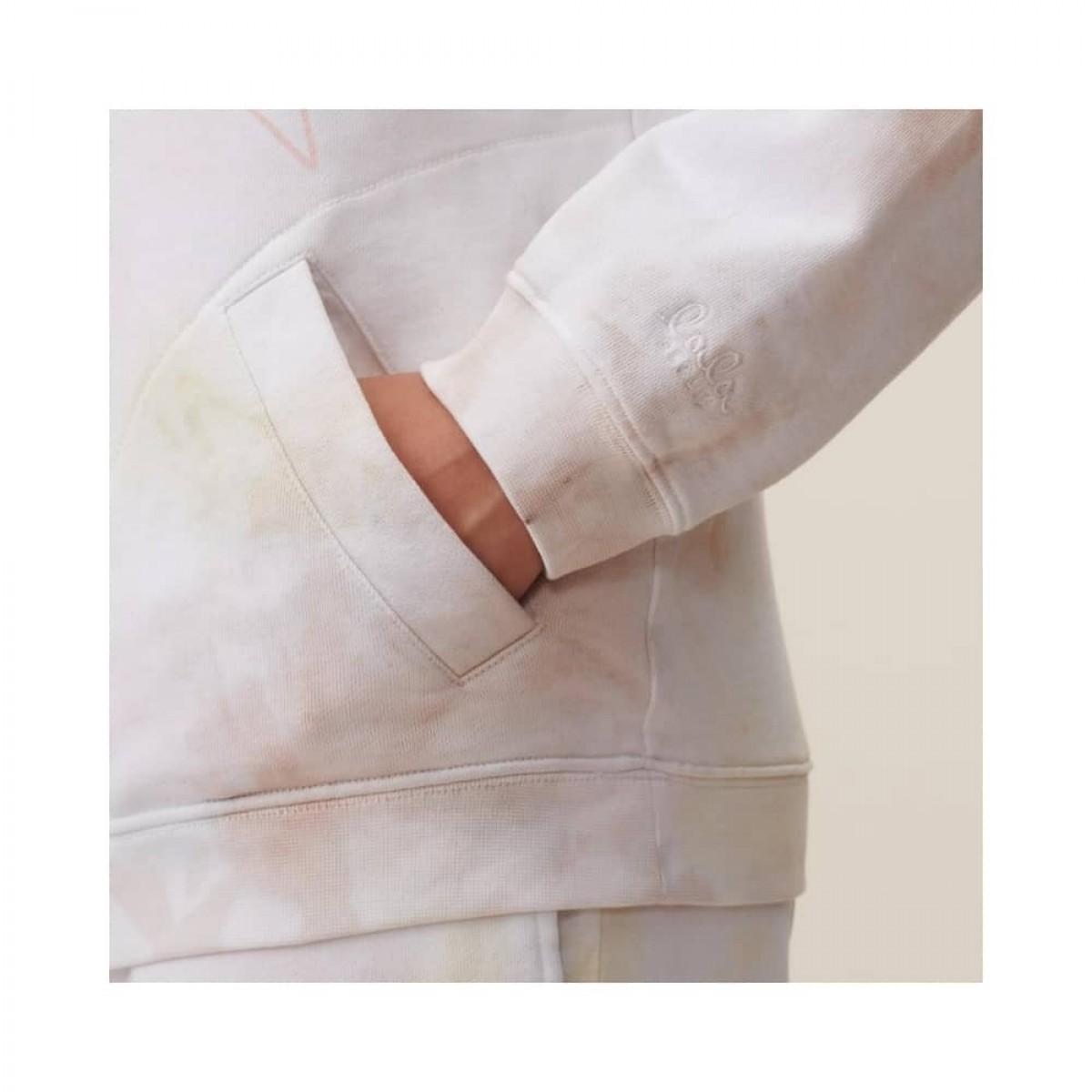 hoodie irmin sweat - pastel multicolor - model lomme detalje