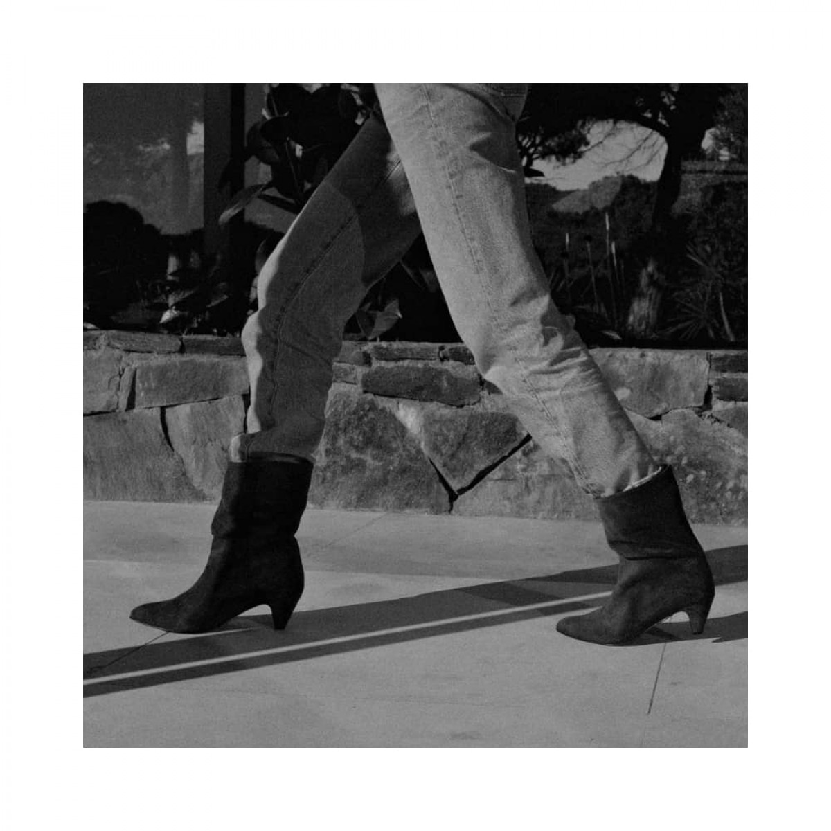 vully 50 Stiletto - Suede Black - model billede