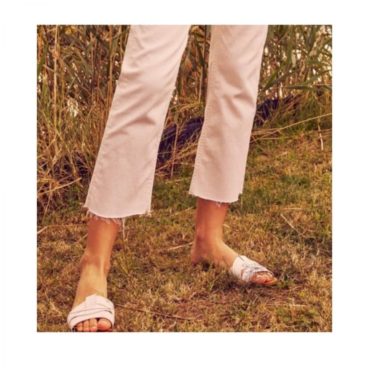 milo jeans - off white - model rå detalje