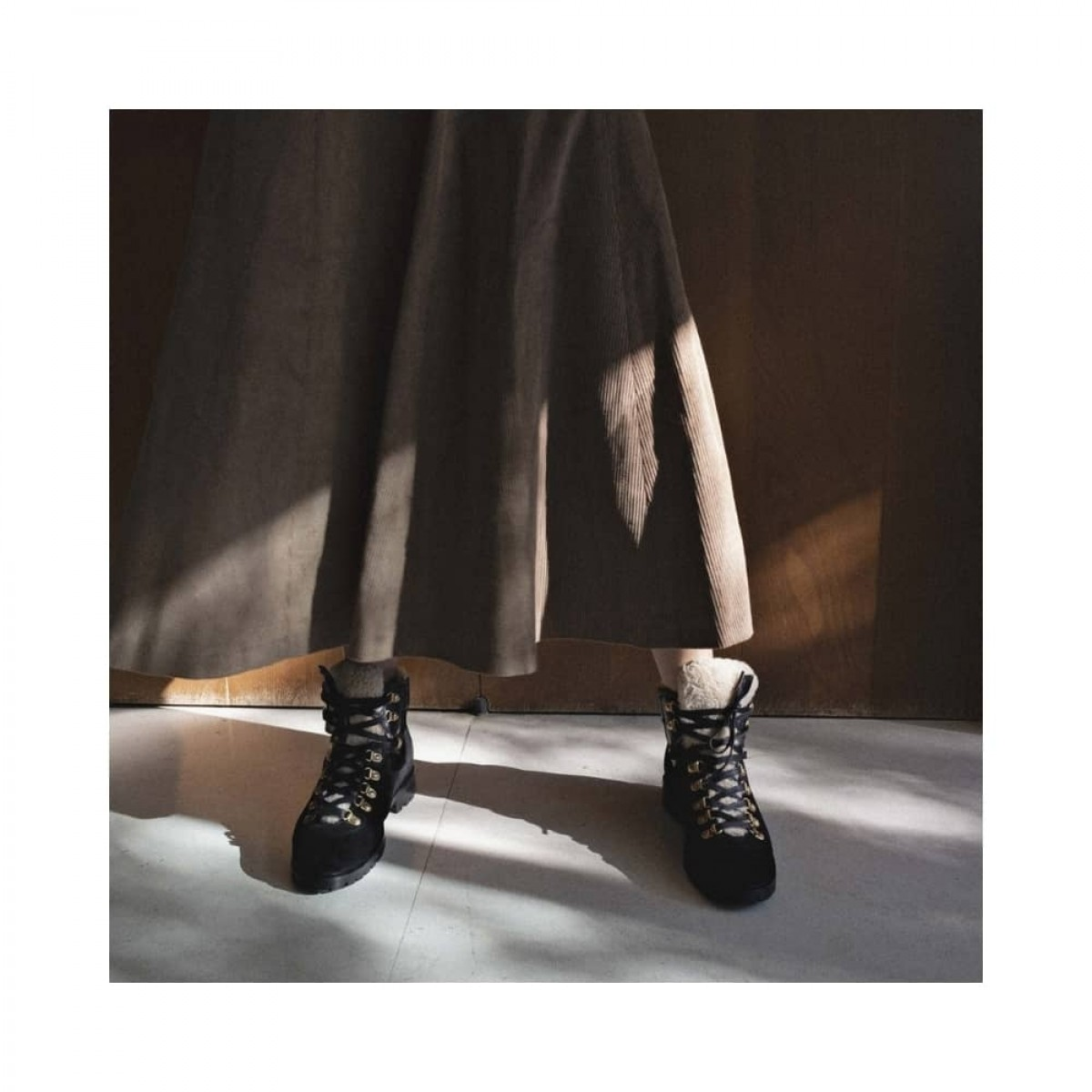 teddi suede calf - black - model billede