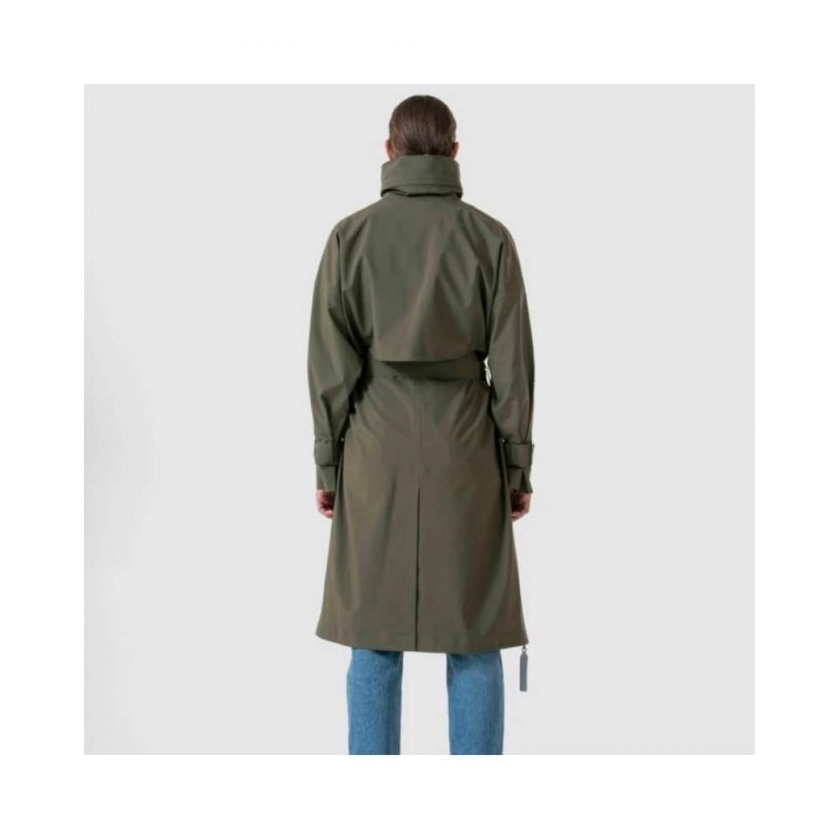 brosundet regn frakke - dark olive - model fra ryggen