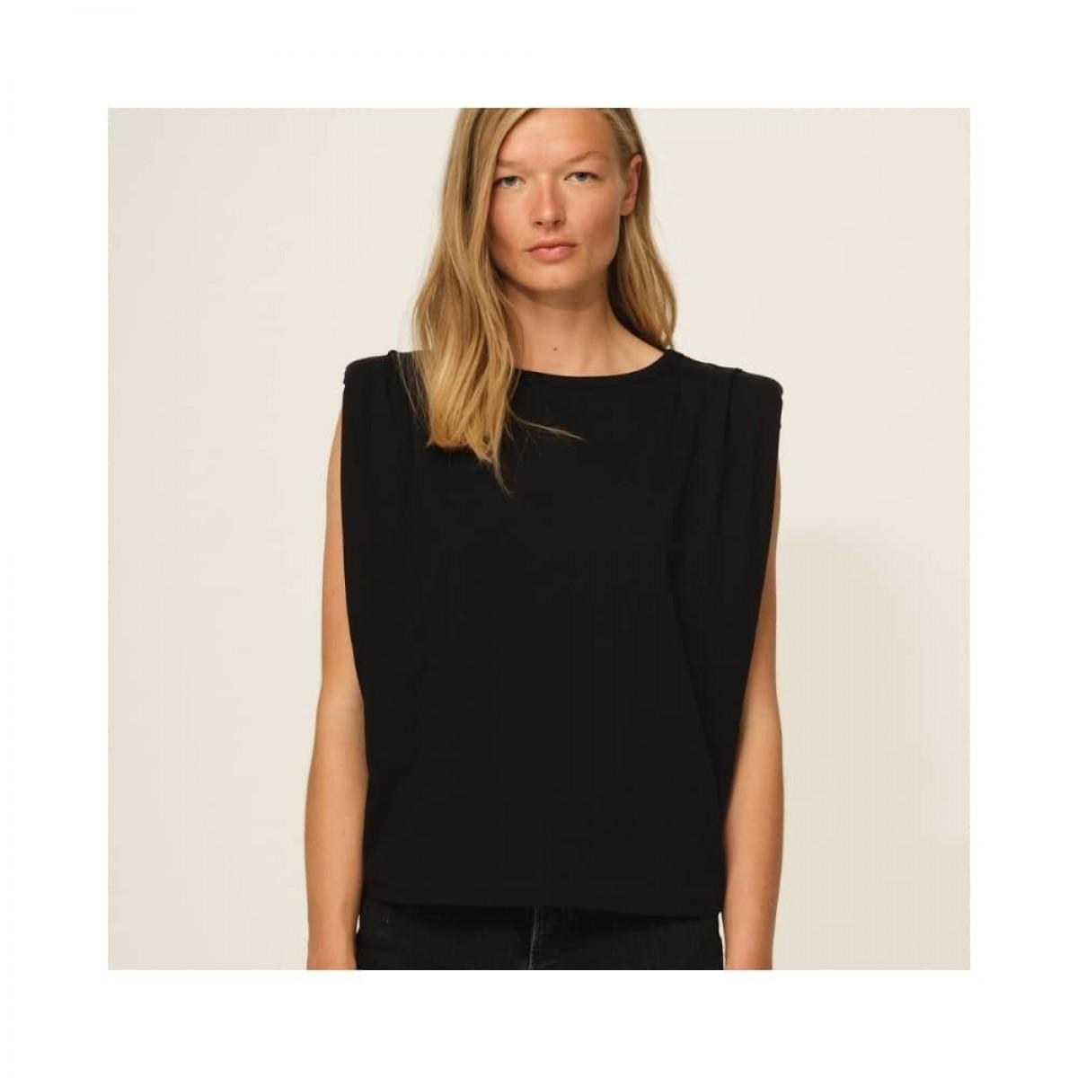 casual shoulder tee - black - model front