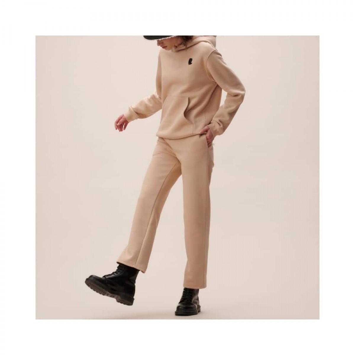 yetka sweat bukser - nomad camel - model ben detalje