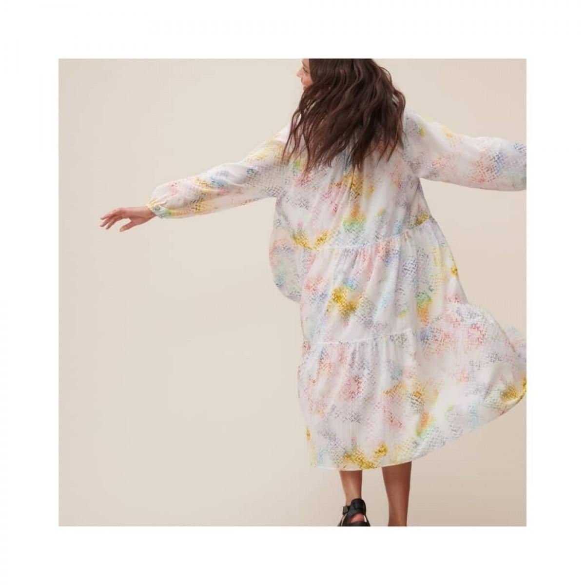 dorian kjole - rainbow kufiya - model svæver